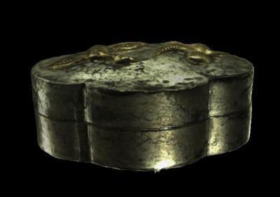 唐鎏金双鸿纹海棠形银盒