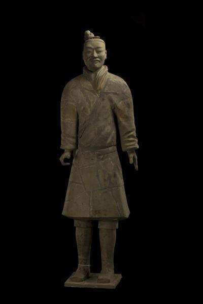 秦战袍武士俑