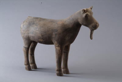 西汉陶山羊