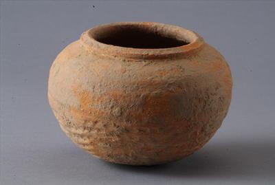 西汉加砂红陶罐