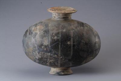 西汉茧形陶壶