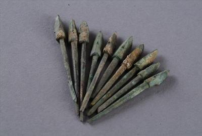 西汉三棱形铜镞