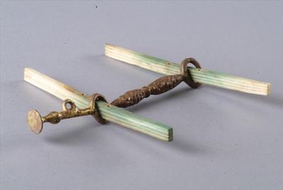 西汉鎏金铜马衔和骨镳