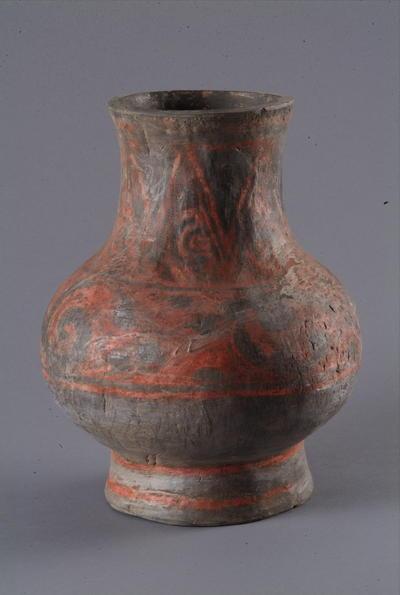 西汉彩绘陶壶