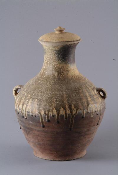 西汉酱黄釉带盖陶壶