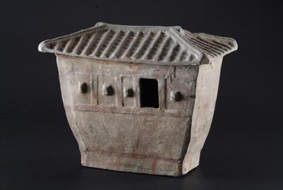 西汉房型彩绘陶仓