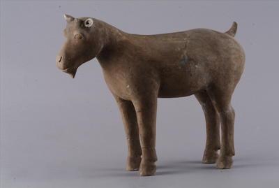 西汉彩绘陶山羊